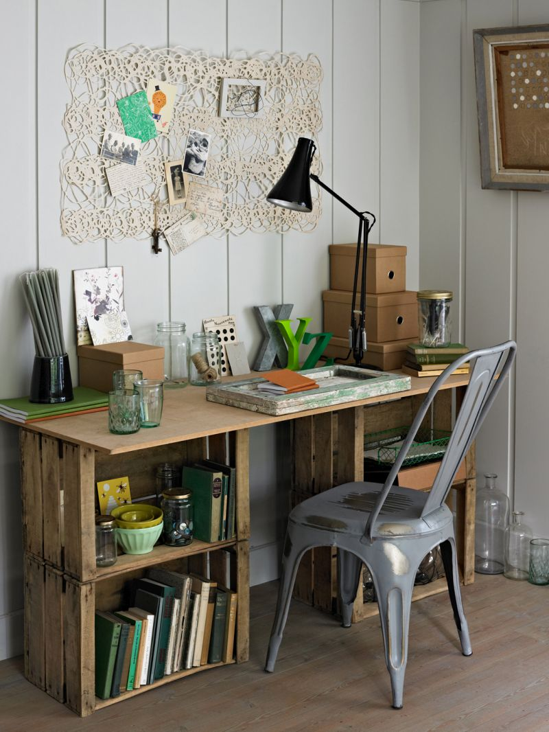 DIY-desk-from-wine-crates