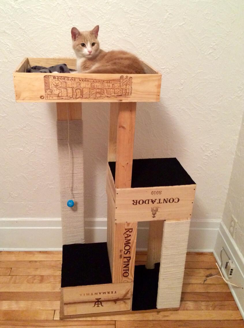Wine-crate-cat-tree